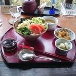 ギャラリー萌木 - ランチメニュー サラダ飯    野菜タップリにピリ辛ドレッシング メチャ(゚д゚)メチャウマー
