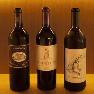 焼き鳥の様々な部位に合わせた豊富なワイン