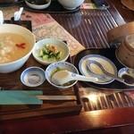 啖啖茶館 - とり粥と点心のセット(900円)