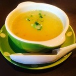 ちゃとりかとり - 寒い日のサービス ターメリックと牛肉、生姜のスープ