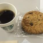Sutabakkusukohi - クッキー、チョコたっぷりだけど硬いんだか、噛みにくいんだかw