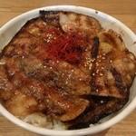34618942 - 豚丼(中)※味噌汁付