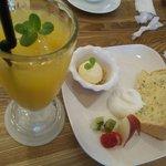 COCONe - ストロベリーのシフォンケーキ&アイス&果物