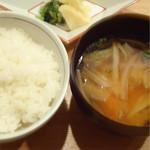 代官山 米花 - お味噌汁と香の物つき。