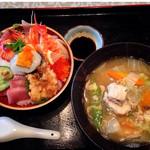 活魚村 海彦 - スペシャル玄海丼 (あら汁) 2100円