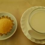 34624404 - ココナッツ(タピオカ入り)と蒸しパン