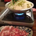 もつ鍋 永楽 - 白もつ鍋に、豚ロースを追加♪