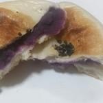 一心庵 - 紫イモアンパン(割ってみた)