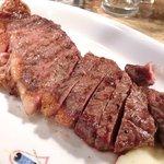 34633770 - 炭火焼きステーキランチ 1944円 のオーストラリア産 牛サーロインステーキ炭火焼き(200g)