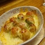 一八 - つくねチーズ焼♪  ふわふわのつくねとチーズがよく合います。タバスコかけても美味しい。