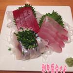 まつや - 刺身盛合せ(1500円)は〆鯖、まぐろ、鯛かな♪ どれも新鮮でスッゴク美味しい!