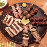 まつや - おまかせ串焼き(十本/1550円)は5種類が2本ずつで、もも、ねぎ間、砂肝、つくね、ねぎの盛り合わせ♪ つくねが食感良くてナカナカ♪