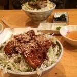 京風 里のうどん - 奥;半塩バラ丼と昆布の佃煮、手前;半バラ丼
