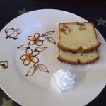 カフェ 彩の森 - マンゴとココナッツケーキ
