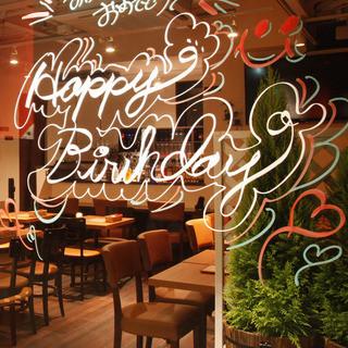 記念日やお誕生日を盛り上げる窓ガラスデコレーション