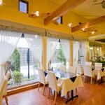 ステーキ・海鮮焼 かな - 天気の良い日は緑を眺めながらお食事出来ます