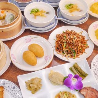 本場の料理人が作る本格中華料理の数々をリーズナブルに!