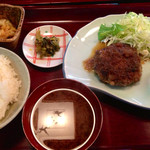 34646287 - 知多牛ハンバーグ定食 980円 (2015.01現在)