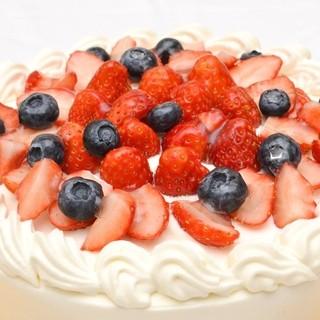 誕生日などのホールケーキの御予約も承ります。