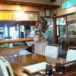 魚康 - 奥のレストランから見る店内