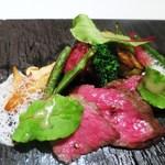 ジョンティ アッシュ - 特選和牛 希少部位「クリ」のロースト   初秋の野菜をあしらって 香り高いジュ・ド・ブッフ