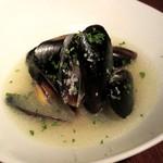 タム・トルネード - ムール貝の白ワイン蒸し(2015/01/27撮影)