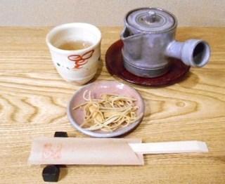 そば舎・中中 - お出迎え 蕎麦茶と揚げ蕎麦