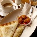 カフェ レンテ - ブルーチーズと生ハムのホットサンド