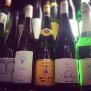 グラスワインは常時30~40種類、ボトルは300種をご用意。