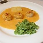 レストラン エピファニー - メイン:・オホーツクの帆立貝、アメリケーヌソース(オマール海老のソース)