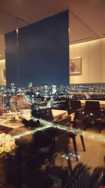 モナリザ 丸の内店 - 窓から夜景。