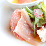 レストランミケイラ - サラミと生ハム