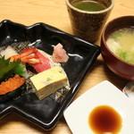 すし田 - ランチコースの握り&味噌汁