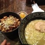 34663141 - 鶏塩らーめん(750円)+チャーシュー切り落とし丼(300円)