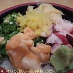 34665329 - ランチ三色丼(2015.01)