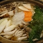 日本橋 かぶき - コースでお願いした 鍋、肉団子と鰯ツミレが沈んでます