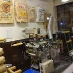 34669081 - 製麺機が置いてある店内