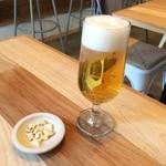 KOU - ランチビール(300円)には自家製クミン入りクラッカーが
