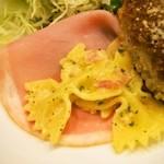 キートス - 英国風ビーフカツレツ 付け合せ「ファルファッレのサラダ」