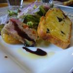 スクラッチ - 前菜(ケークサクレ、テリーヌ、林檎のコンポート、葉野菜とスモークチーズ)