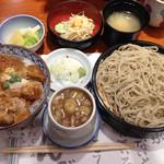 平沼 田中屋 - 空腹を満たす、かつ丼セット。蕎麦のつけ汁を、きざみ鴨汁(プラス350円)にして、都合、税込で1544円なり。