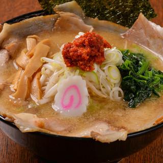 麺は自家製のストレート麺
