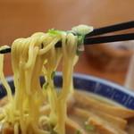 好和亭  - 麺は黄色い中麺