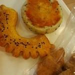 フランスベーカリー - 料理写真:さつまいもパン ミニクロワッサン ごまチーズ