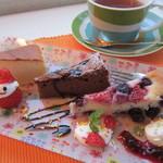 3rd フロア - チーズケーキ、ガトーショコラ、イチゴとブルーベリーのアーモンドケーキ