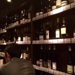 遠藤利三郎商店 - 世界のワインボトルをディスプレイ!