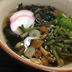 勝央サービスエリア(下り線)レストラン - 山菜そば(620円)を頂きました。