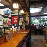 姫松屋 - 入口付近のカウンター席に座りました。