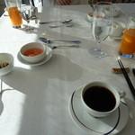 箱根ハイランドホテル ラ・フォーレ - 朝食のテーブル