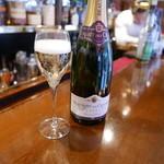 モッド - シャンパン1500円チャージ無し。
